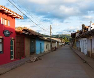 Quando ir a Santa Cruz da Serra: melhor época para visitar